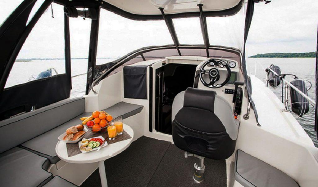 balt-818-titanium-elektromos-yacht-kabin-noego-2